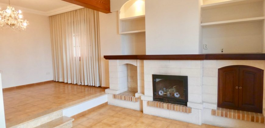 Bonita Casa en Primera Linea en Portixol