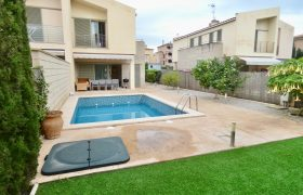Town House with Swimming Pool to Rent in Puig de Ross