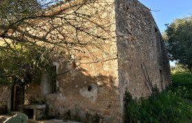 Casa Rústica con Parcela de 15,000m2 en Algaida