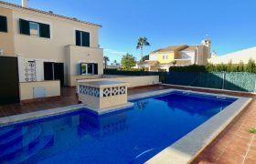 Townhouse with Swimming Pool in Las Palmeras