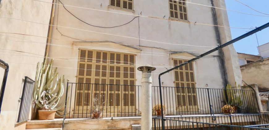 Magnificent House in the Center of Llucmajor