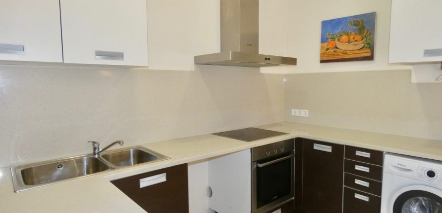 Bright Ground Floor with Community Pool in Campos