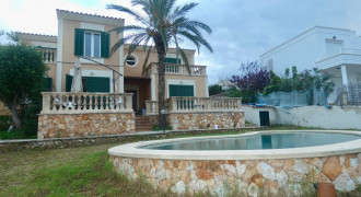 House with Pool and Private Garden in Bahia Azul