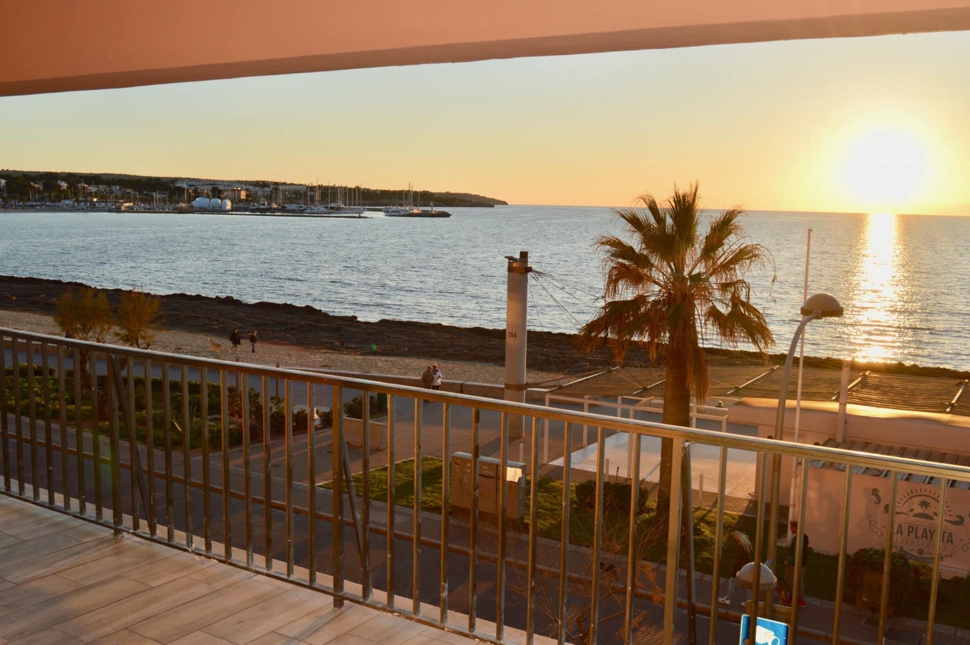 Apartamento Completamente Reformado con Vistas Frontales al Mar en Arenal